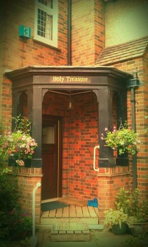 Holy Treasure-kommuniteten