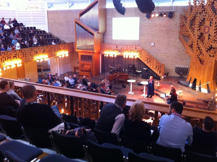 Soraya Post talar i Saronkyrkan