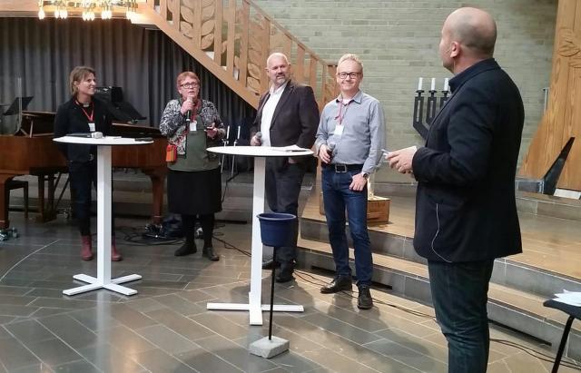 Kyrkoledarna. Gunilla Moshi håller i micken. Foto: Göteborgs räddningsmission