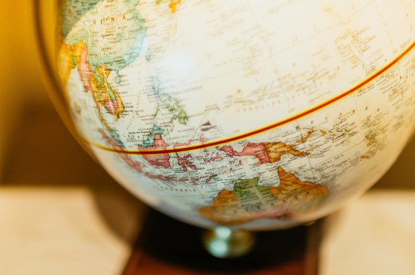 globe-indonesia-equator-80467.jpeg