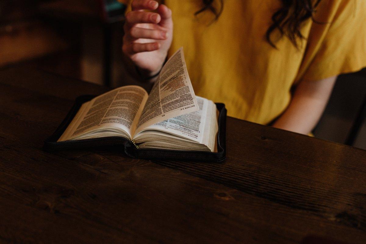 I val- och klimatkriser: en psalm för oss modlösa